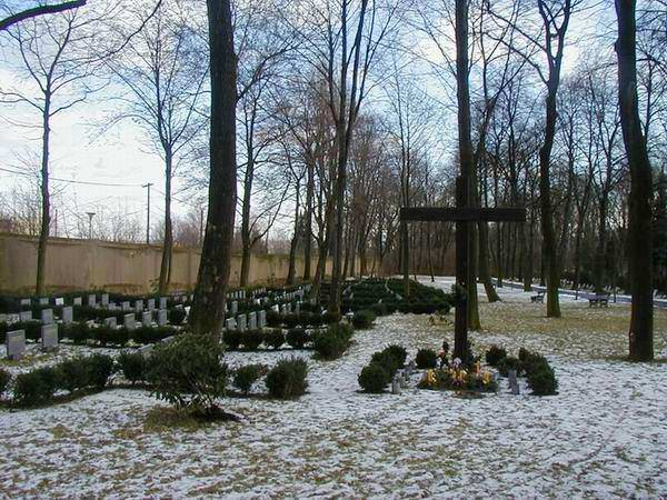 Platform draws attention to large mass grave of victims of totalitarianism in Prague